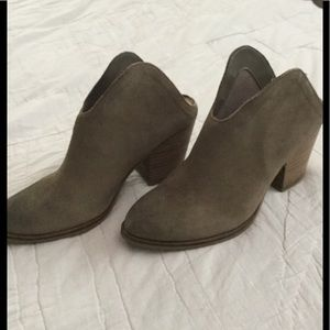 Chinese Laundry Kelso open back booties size 7.5